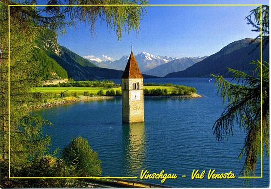 Reschensee 1490 m, Kirchturm des im Jahr 1950 für die Stromgewinnung überfluteten Ortes Graun
