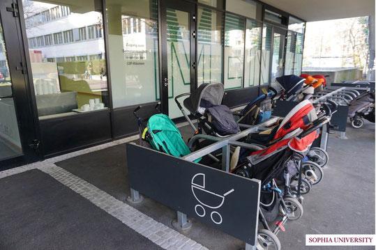 ミュンヘン大学内のベビーカー置き場