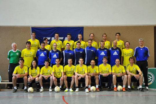 Die Beteiligten am 1. FIFA Futsal-Trainerlehrgang des DFB in Barsinghausen im Mai 2012 (Foto: Futsal-Hessen.de)