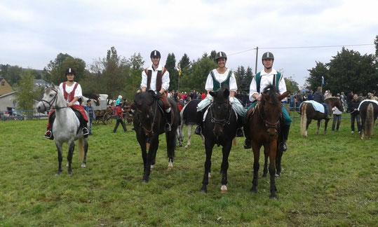 Mitwirkende beim obererzgebirgischen Pferdetag in Zwönitz