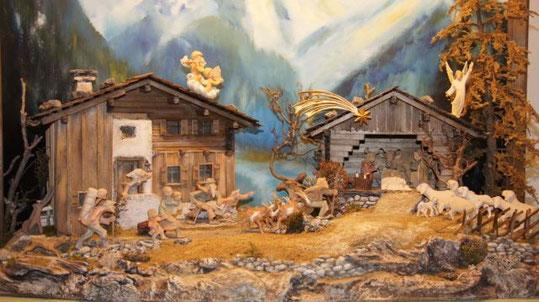 Erbauer und Hintergrund: Marlies und Klaus Kuster; Figuren: Robert Fleisch; Baujahr: 2002