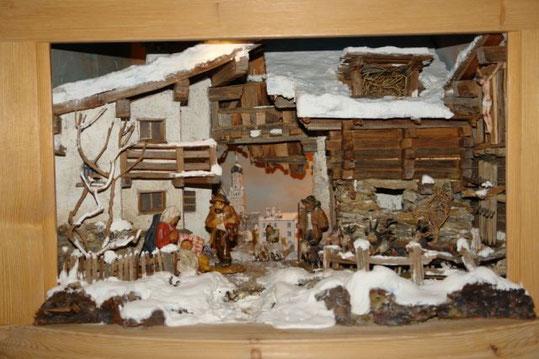 Erbauer und Hintergrund: Stolz Franz; Figuren: gefertigt und gefasst von Franz Stolz; Baujahr: 2006