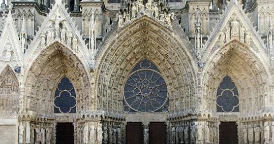 Détail de la façade de la Cathédrale de Reims (source: Albert Dezetter)