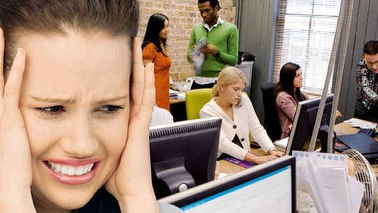 Un entorno demasiado ruidoso dificulta más la comunicación.