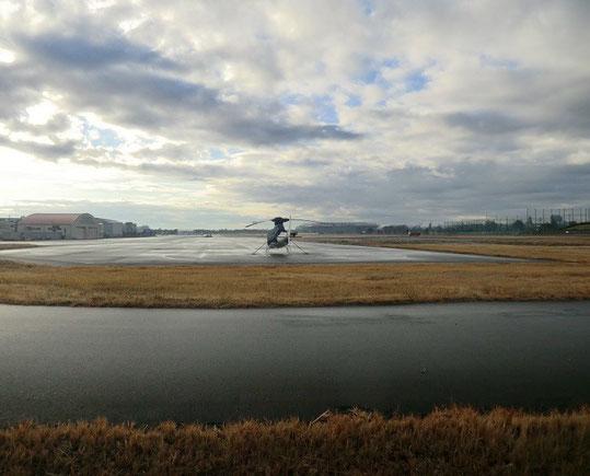 12月24日(2014) ヘリコプターが一機:12月21日の早朝、調布飛行場にて