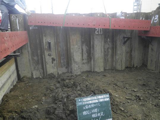 土留め板締切工組立状況写真
