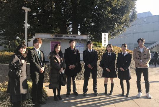 谷口先生(左から3人目)や大学院生たちと。右から4人目が細川陽平くん、3人目が内田里菜さん、2人目が内田好実さん
