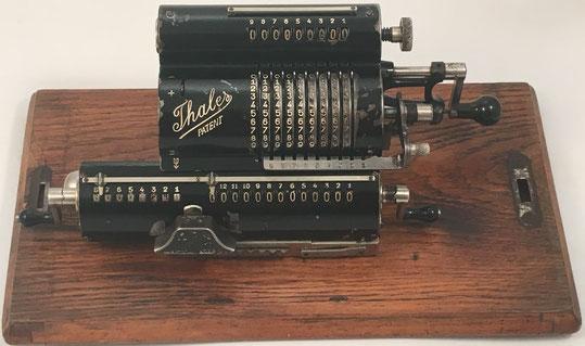 THALES AE(2), s/n AE-23155, capacidad 9x8x13, fabricada por Thaleswerk, Rechenmaschinen-Spezialfabrik G.m.b.H., Rastatt (Baden), año 1920, 31x13x12 cm