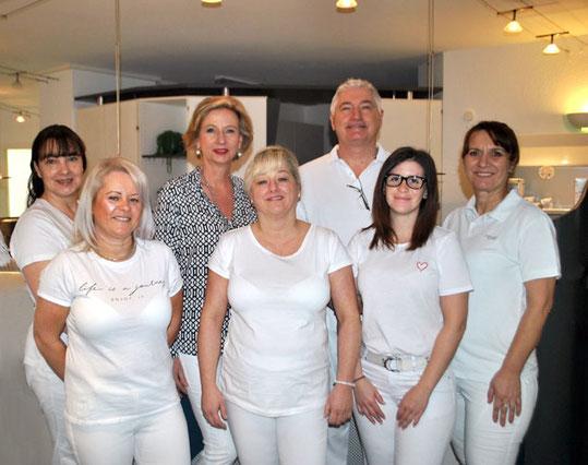 Das Team der Praxis für innovative Zahnmedizin, Dr. Gunter Becker heißt Sie herzlich willkommen