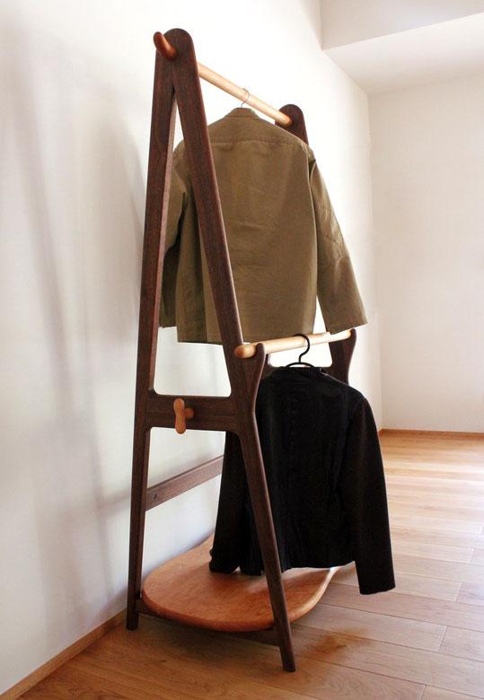 玄関ホールに置くハンガーラック 使用例