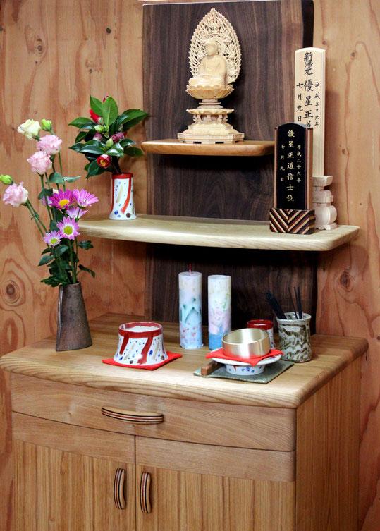 オープンスタイルの明るいお仏壇(鎌倉市・N様邸)仏具陳列