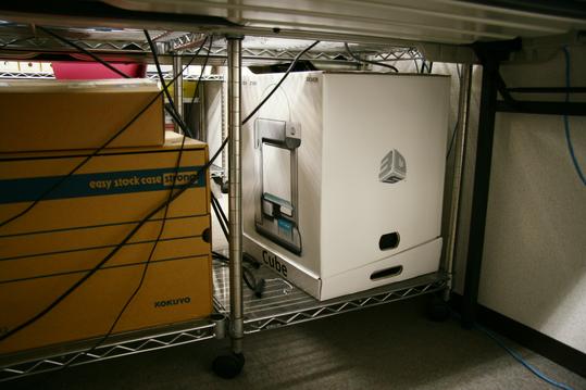 弊社オフィスにひっそりと置かれる3Dプリンター