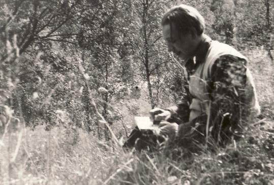 Amud Uwe Millies beim Zeichnen in der Nähe des Schwarzen Hauses in Solingen, 1959
