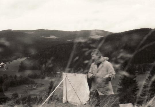 Amud Uwe Millies beim Malen im Schwarzwald, 1964
