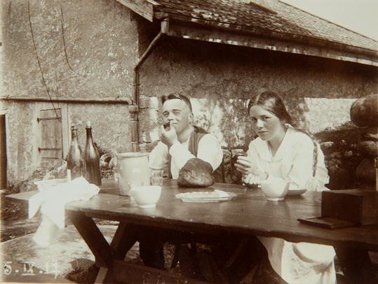 Erwin Bowien mit Schwester Erika in Neuchatel am 05.09.1917