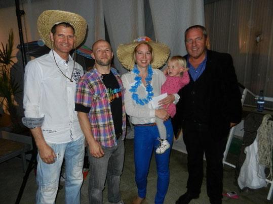 Strandlebenteam-Mitglieder Andy Harre, Markus Schneider, Esther Scheider (und Töchterlein) mit Roland Werner (CVJM-Deutschland-Chef)