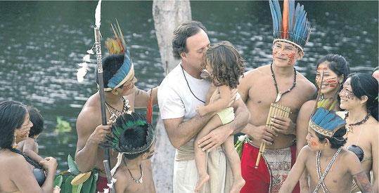 Хулио Иглесиас в джунглях Амазонки (Бразилия).Фото: Julio Iglesias' Office