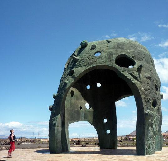 "Skulpture ""Origo"" von Miguel Angel"