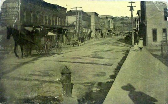 Ridgeway St. a  Clifton Forge, Virginia, circa 1890 (Biblioteca di Clifton Forge)