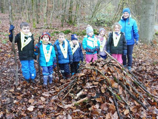 Auch die Tausendfüßlergruppe der Kita Waldhausen hat eine Stachelritterburg für den Igel gebaut.       Foto: Anette Kuhlmann