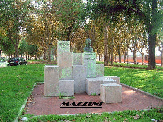 PIAZZA MAZZINI (A POCHI METRI DAL VIALE ITALIA)