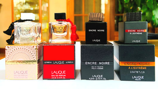 LES 4 MINIATURES DU COFFRET : - L'AMOUR LALIQUE - LE PARFUM - ENCRE NOIRE - ENCRE NOIRE A L'EXTRÊME