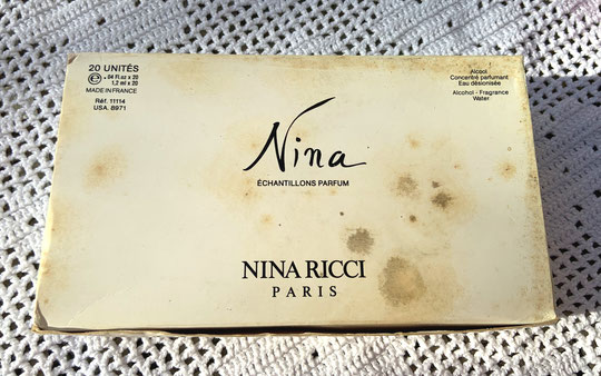 NINA RICCI - ANCIENNE BOÎTE CONTENANT DES ECHANTILLONS TUBE : NINA 1ère VERSION
