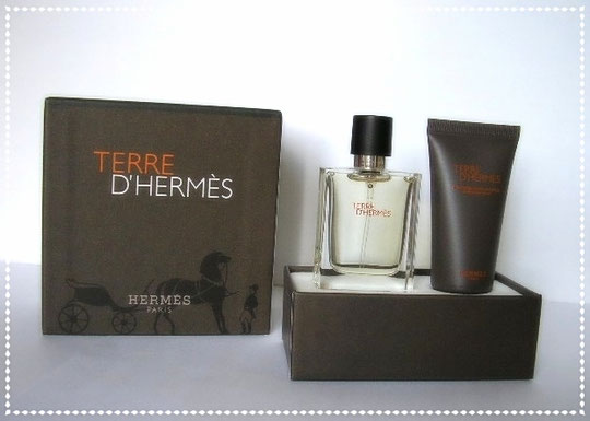 COFFRET TERRE D'HERMES CONTENANT : UNE MINIATURE SPRAY ET UN GEL DOUCHE PARFUME