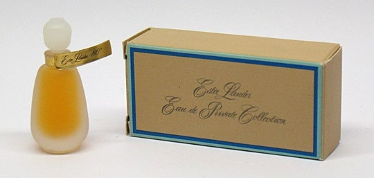 EAU DE PRIVATE COLLECTION - MINIATURE EN VERRE DEPOLI, ETIQUETTE DOREE AU COL