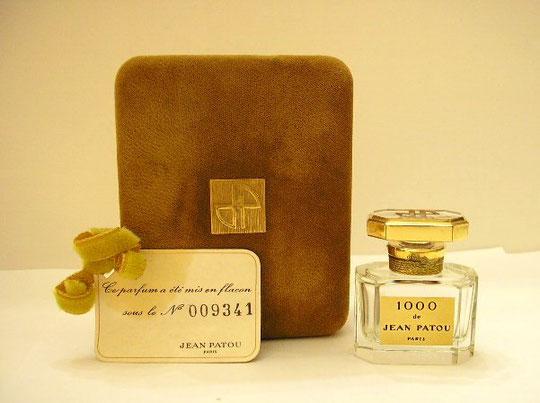 """""""1000"""" - FLACON DE PARFUM EN CRISTAL DE BACCARAT - EDITION NUMEROTEE - DANS ECRIN SUEDINE MARRON"""
