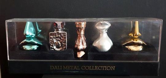 8)  COFFRET DALI METAL COLLECTION AVEC 5 MINIATURES DIFFERENTES