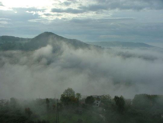 i famosi 32 km fra Betanzos e Bruma, fra boschi e ripide montagne