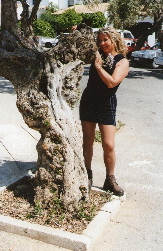 Otro árbol. F. Pedro. P. Privada.