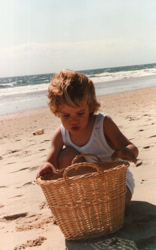 En la playa. F. Pedro. P. Privada.