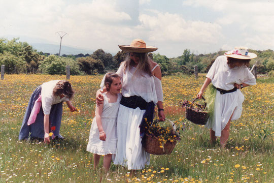 De...............La familia por los campos de la Puebla. F. Pedro.