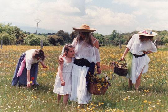 De...............La familia por los campos de la Puebla. F. Pedro. P. Privada.