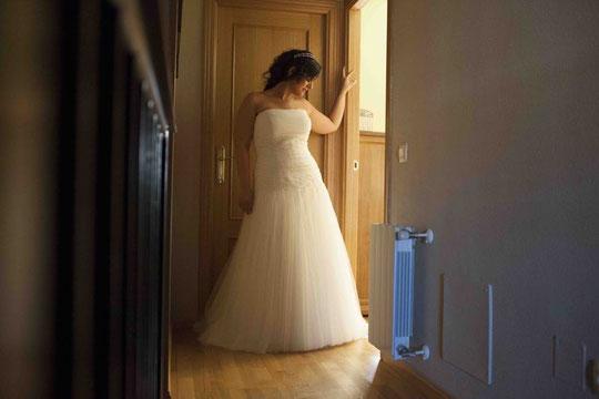 """La novia luce un modelo de """" Eva novias """" de corte romántico en tul blanco. F. P. Privada."""