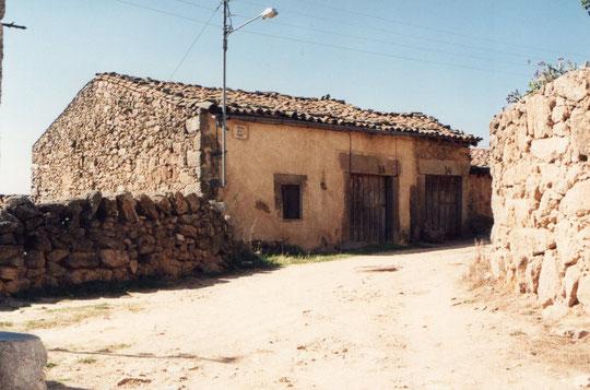 Casa de tía Jacinta y en la de la derecha nació Pedro. F. Merche. P.  Privada.