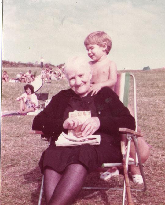 ¡ Hola abuelita ! F. P. Privada.