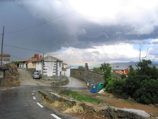 Vista de las dos calles centrales. Viene la tormenta y..............el arcoiris esta rasero. Merche. P. Privada.