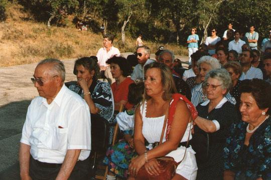 La gente en misa.