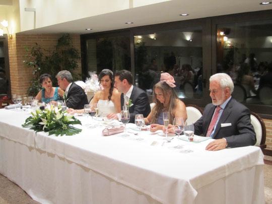 Mesa de: Novios, padrinos y padres. F. P. Privada.