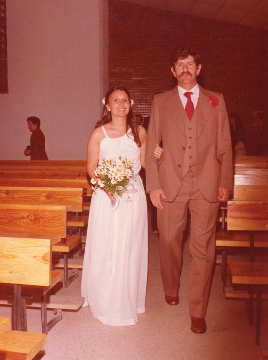 La novia y el padrino camino del Altar.