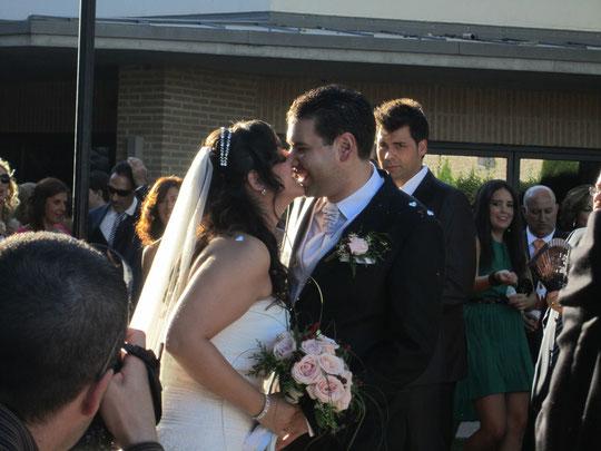 ¡¡¡  Estais casados, puedes besar a la novia !!!