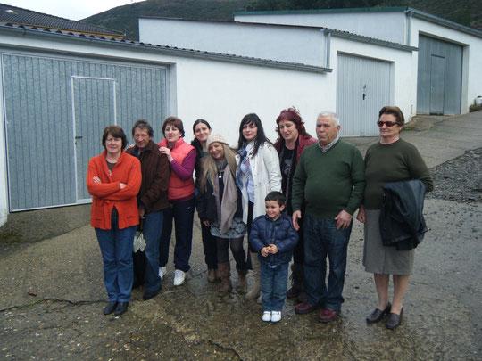 Con la familia de Dolores. F. Pedro.