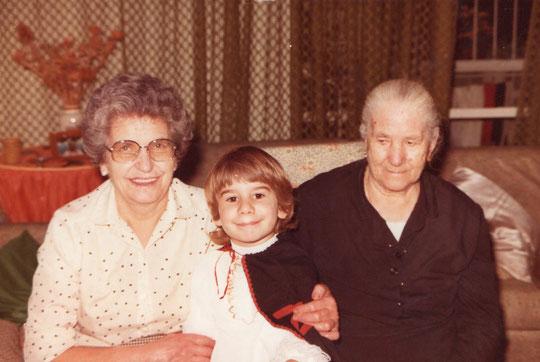 Mi yaya y mi abuela.