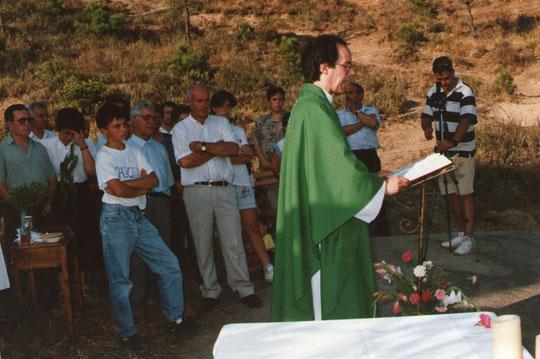 Aquí está el sacerdote. F. Pedro. Propiedad privada.