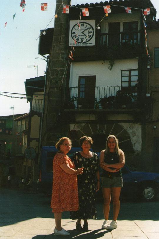 Con mis hermanas en Sotoserrano.