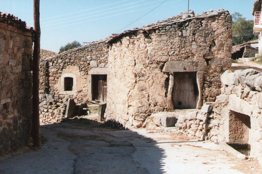 Casa de tia Elena y el pilarito. F. Merche. P. Privada.