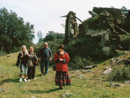 Con el Sr. José por estas ruinas de leyenda. Pedro. P. Privada.